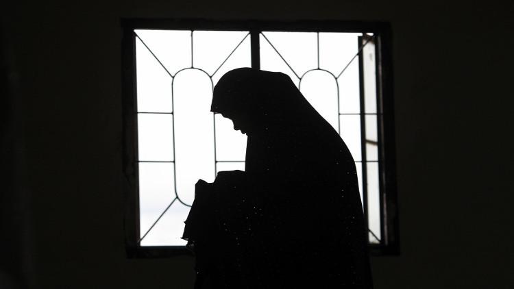 متشددون يرجمون امرأة بتهمة الزنى حتى الموت جنوب شرق اليمن