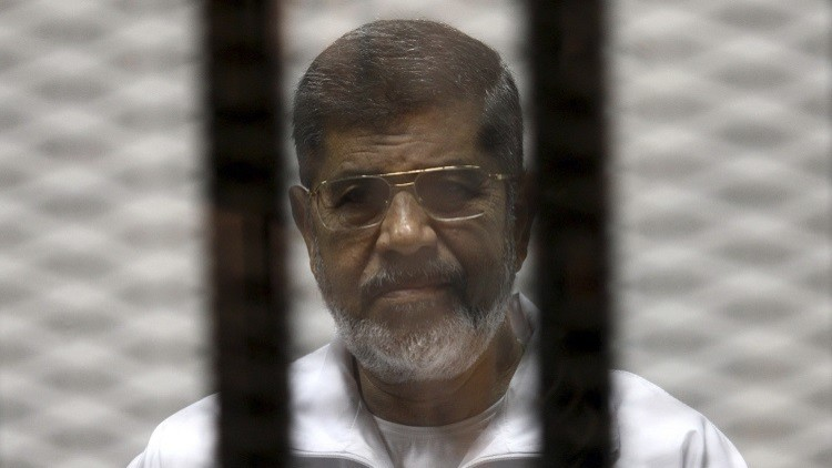 مصر.. تأجيل محاكمة مرسي في قضية التخابر مع قطر