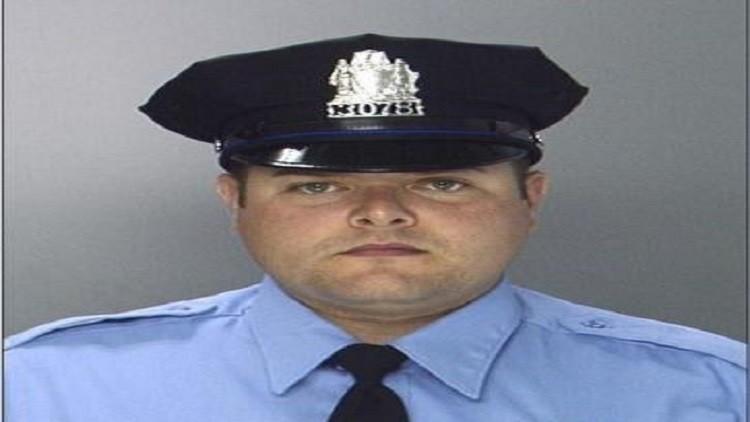 أمريكا.. إطلاق 11 رصاصة على ضابط شرطة في  فيلادلفيا
