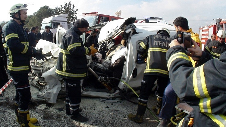 مصرع 13 لاجئا سوريا بحوادث سير في تركيا (فيديو)