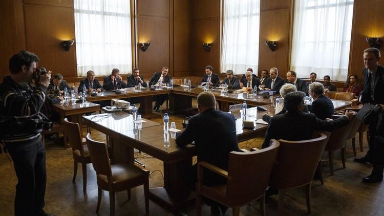 لائحة الوفد السوري المعارض إلى المحادثات