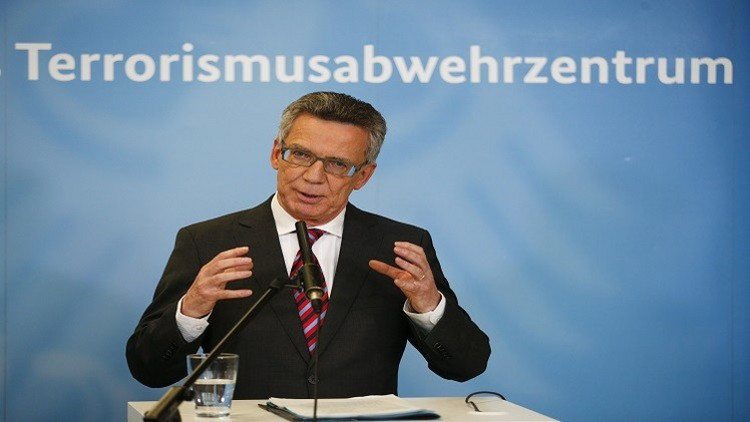 وزير الداخلية الألماني يحذر من التشكيك في كل اللاجئين والمهاجرين