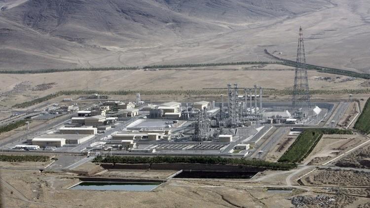 لماذا غمرت إيران الجزء الفعال من المفاعل النووي في آراك بالإسمنت؟
