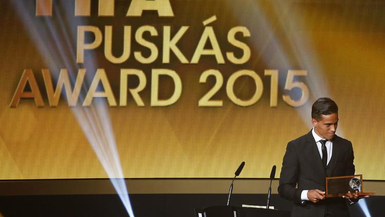 فيديو.. برازيلي ينتزع جائزة بوشكاش من ميسي