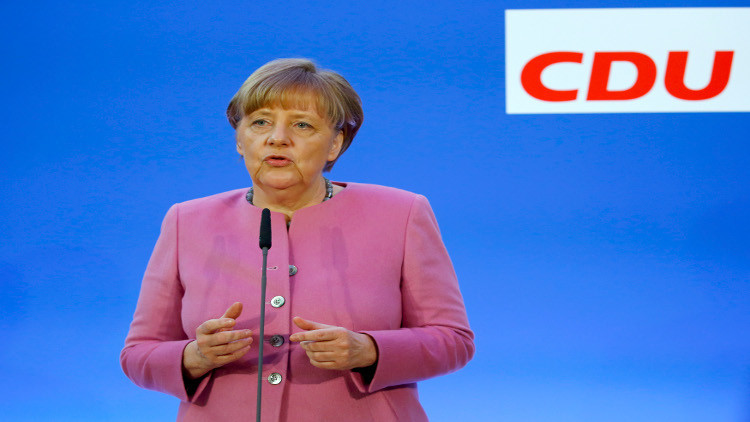 ميركل تقر بفشل أوروبا في السيطرة على اللاجئين