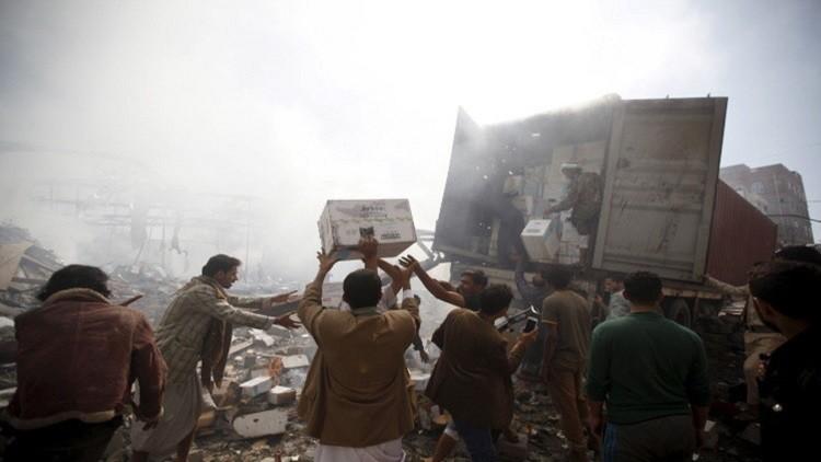 التحالف العربي ينفذ عملية إنزال لـ40 طنا من المساعدات بتعز