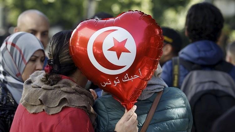 بين الأمل والأمل... الآلاف من التونسيين يحتفلون بذكرى الثورة
