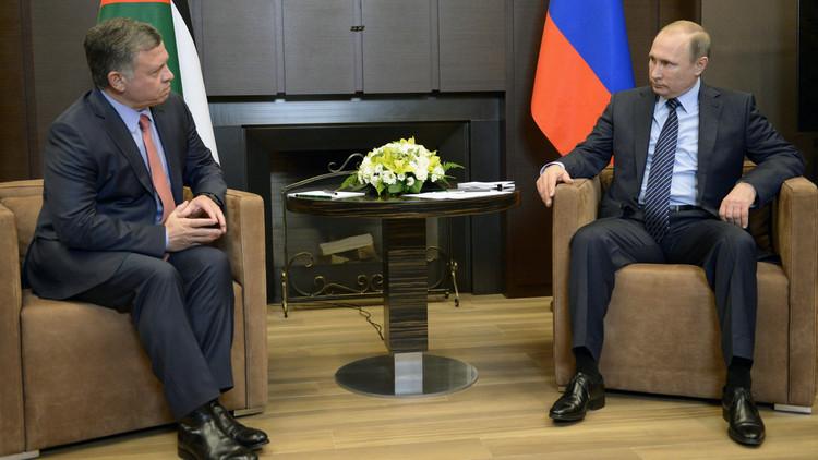 بوتين يبحث في اتصال هاتفي مع العاهل الأردني الملك عبد الله الثاني تسوية الأزمة السورية