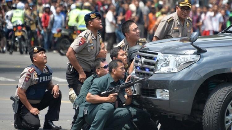 جميع منفذي هجوم جاكارتا إندونيسيون والشرطة تشن حملة اعتقالات