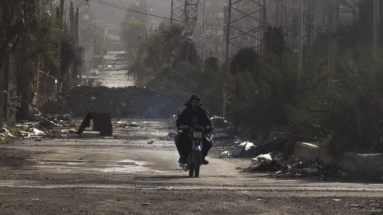 بالفيديو : طائرات روسية تلقي مساعدات إنسانية في دير الزور