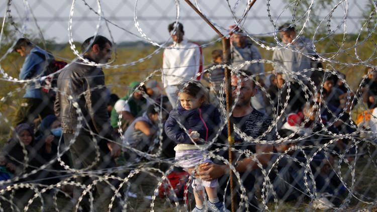 اللاجئون يقسمون أوروبا سياسيا وشعبيا