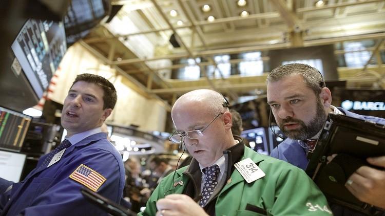 أسعار النفط تتهاوى