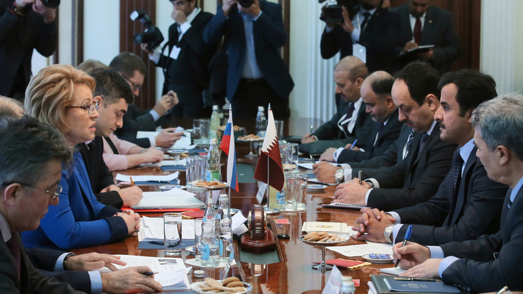 أمير قطر: لروسيا دور قوي وهام نعول عليه في التسوية السورية