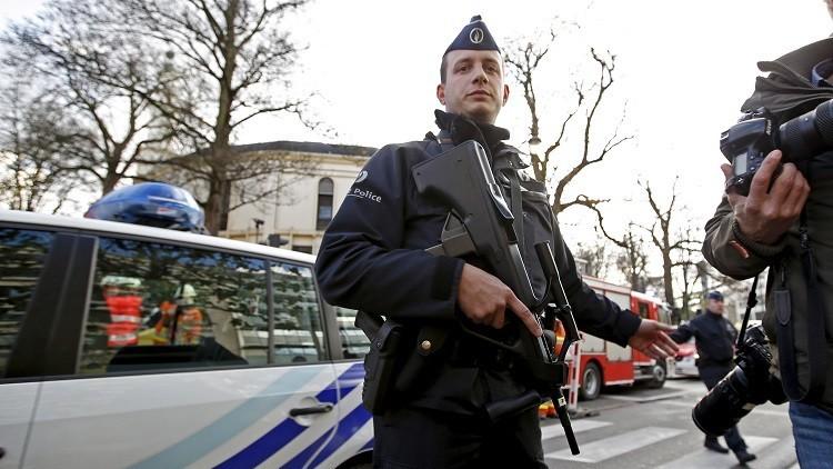 فرنسا.. مجهولون يلطخون ستة قبور تعود لمسلمين
