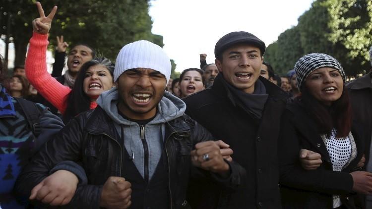 تونس.. مقتل شرطي في احتجاجات مطالبة بالتشغيل