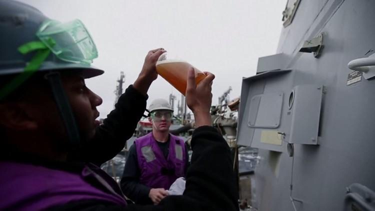 البحرية الأمريكية تطلق أول أسطول يعمل جزئيا بالوقود الحيوي (فيديو)