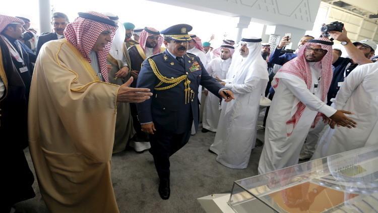 ملك البحرين يبدي اهتمامه بمروحيات روسية