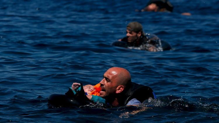 غرق 44 لاجئا بينهم 20 طفلا قرب السواحل اليونانية