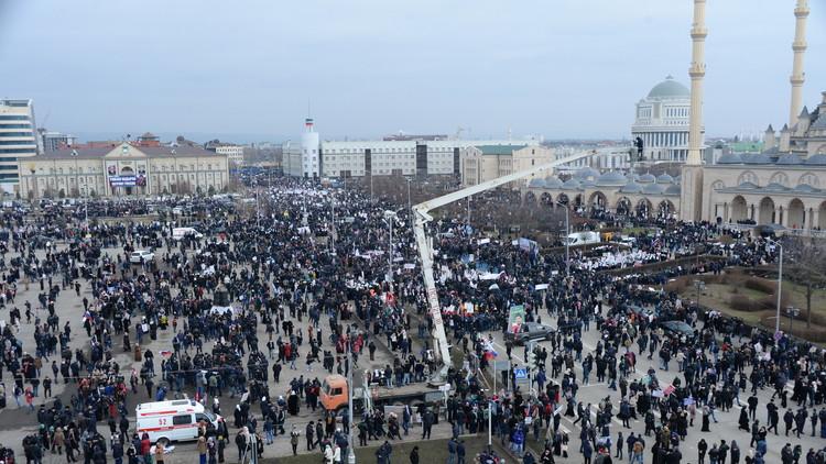 الشيشان.. مظاهرة مليونية دفاعا عن قادروف.. (فيديو)