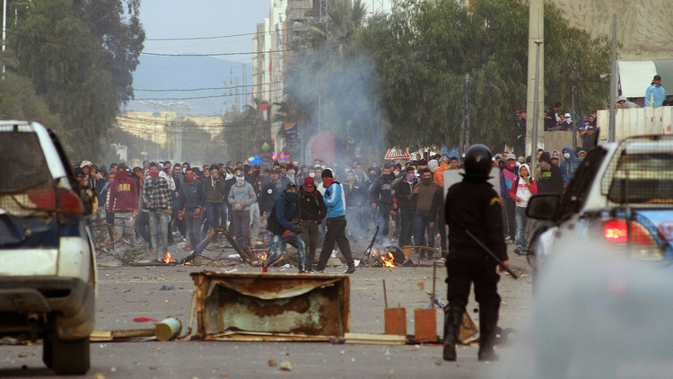 تونس تعيد الدرس.. هل تقفز التيارات الإسلامية على الحراك الاجتماعي مرة أخرى؟!