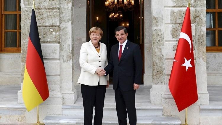 ميركل تساعد اللاجئين بثلاثة مليارات يورو وأوغلو يعتبرها غير كافية