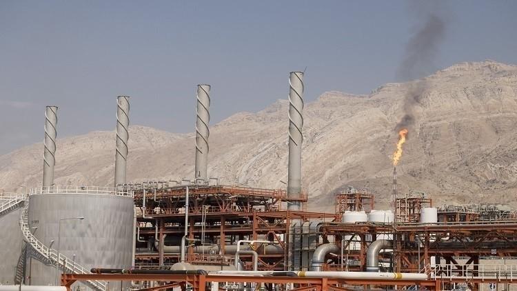 إيران تبدأ بتصدير النفط إلى أوروبا الشهر القادم
