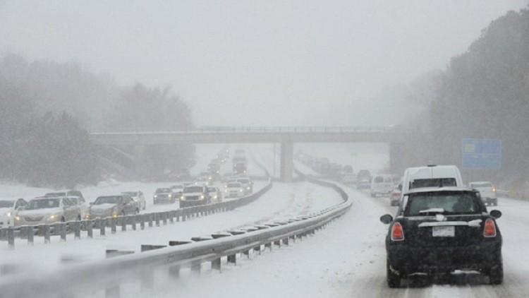 18 أمريكيا ضحية الثلوج (فيديو)