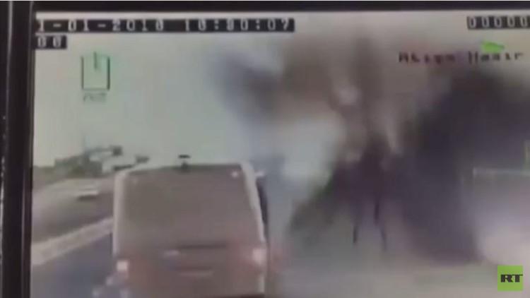 لحظة تفجير حافلة تركية في منطقة نصيبين (فيديو)