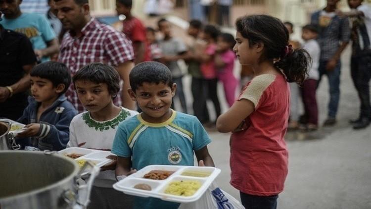 في بريطانيا.. على اللاجئ وضع سوار أحمر للحصول على الطعام