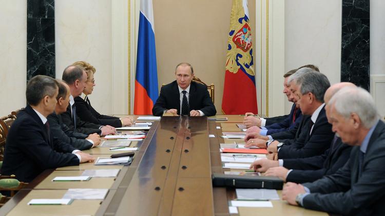 بوتين يبحث مع مجلس الأمن الروسي آفاق التسوية السورية والوضع الاقتصادي