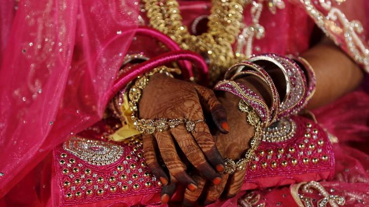 رجل أعمال هندي يدعو 18 ألف أرملة لمباركة زواج ابنه والسبب .. !