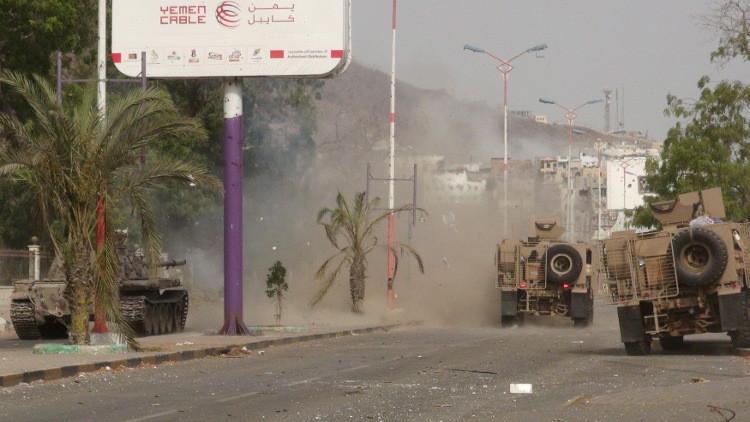 داعش يتبنى هجوما انتحاريا بسيارة مفخخة في عدن (صور)