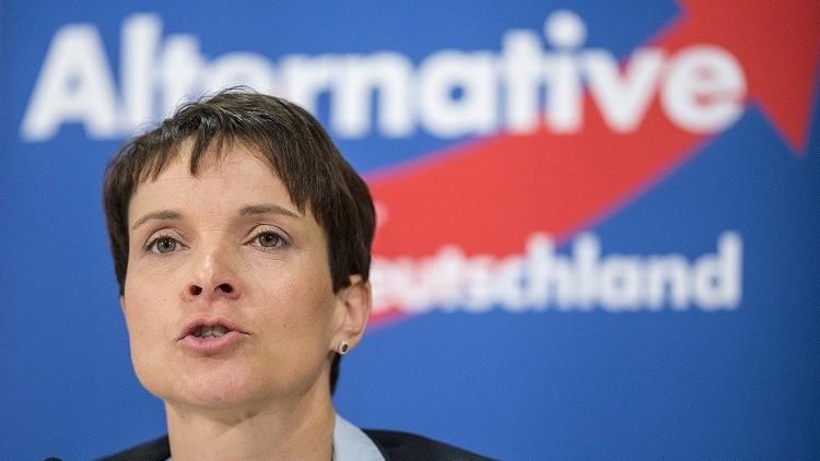 سياسية ألمانية تطالب بإطلاق النار على اللاجئين لوقف تدفقهم