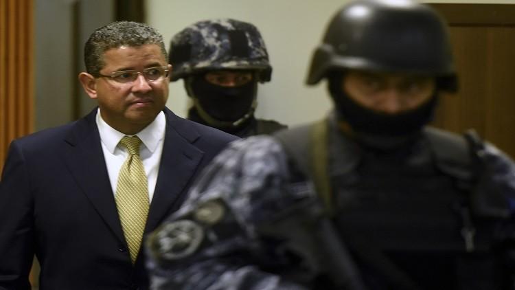 الموت يخلص الرئيس السلفادوري السابق من فضيحة فساد