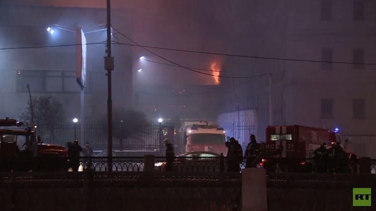 مصرع 12 شخصا بحريق التهم ورشة للخياطة في موسكو.. (فيديو)
