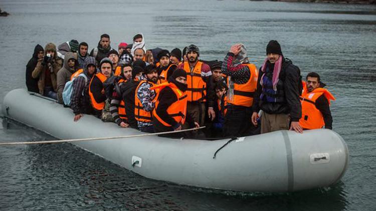 من يوجه تدفق اللاجئين الى أوروبا ولماذا؟