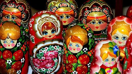 الماتريوشكا لعبة روسية خشبية