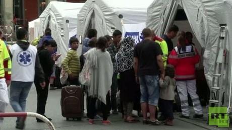 وصول اللاجئين إلى أوروبا بعد معاناة الحرب والسفر