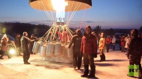 رقم قياسي روسي في التحليق على متن منطاد