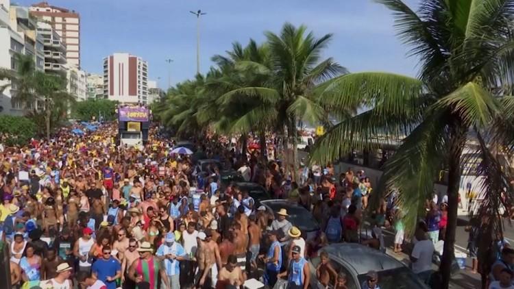 حسناوات السامبا تحتفل بمهرجانات البرازيل