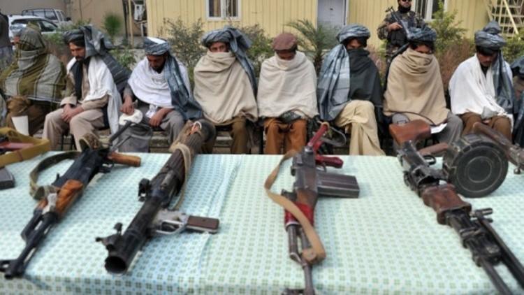 أفغانستان.. 25 مسلحا من طالبان يسلمون أنفسهم وأسلحتهم للسلطات