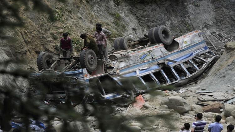 مقتل 20 شخصا إثر سقوط حافلة في نهر غرب الهند