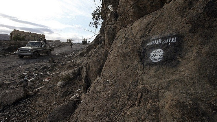 القاعدة تحكم قبضتها على طريق ساحلية تطل على خليج عدن