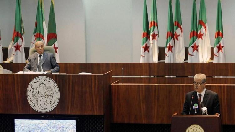 البرلمان الجزائري يصادق بالأغلبية على تعديل الدستور الجديد
