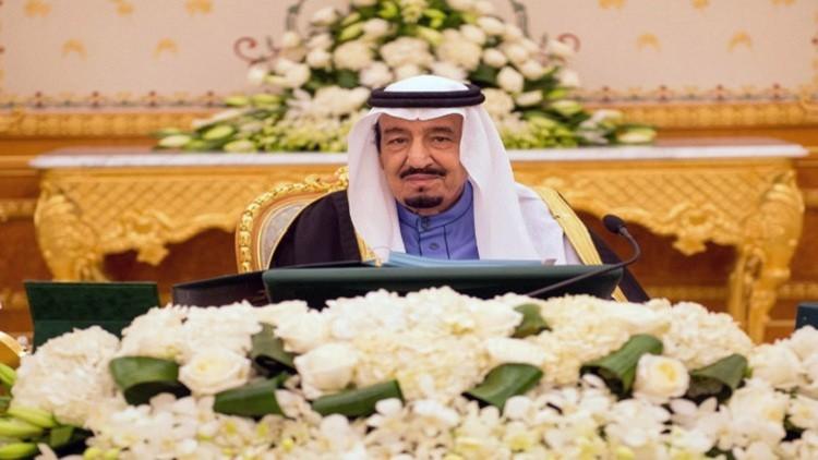الملك سلمان: سندافع عن المسلمين وندعو الآخرين إلى عدم التدخل في شؤوننا
