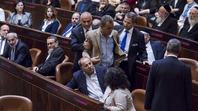 إبعاد نواب عرب عن الكنيست لأشهر بسبب زيارتهم لعوائل منفذي العمليات ضد إسرائيل
