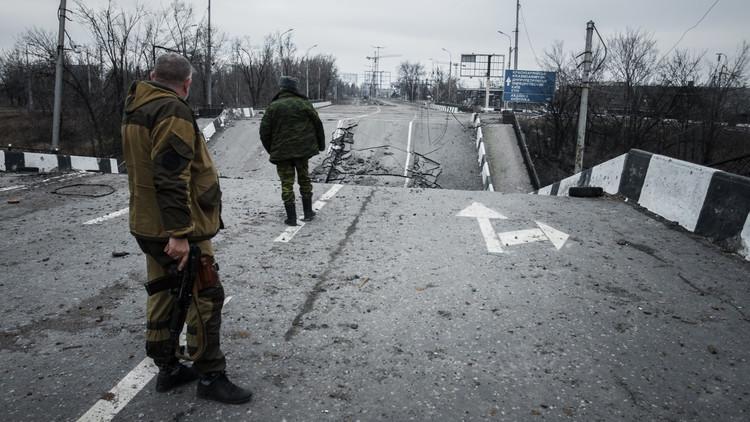 مقتل 3 أشخاص بانفجار عبوة ناسفة أسفل حافلة ركاب شرقي أوكرانيا