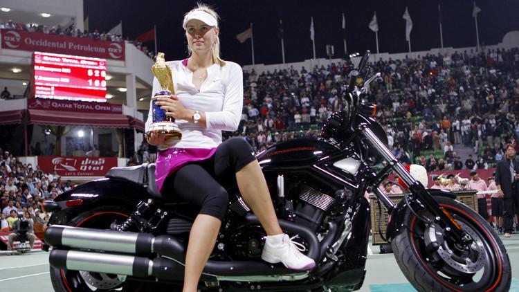 الإصابة تحرم عشاق التنس من رؤية الحسناء شارابوفا في الدوحة