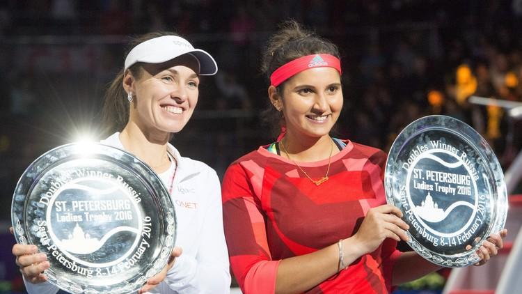 السويسرية مارتينا هينغيس والهندية سانيا ميزا