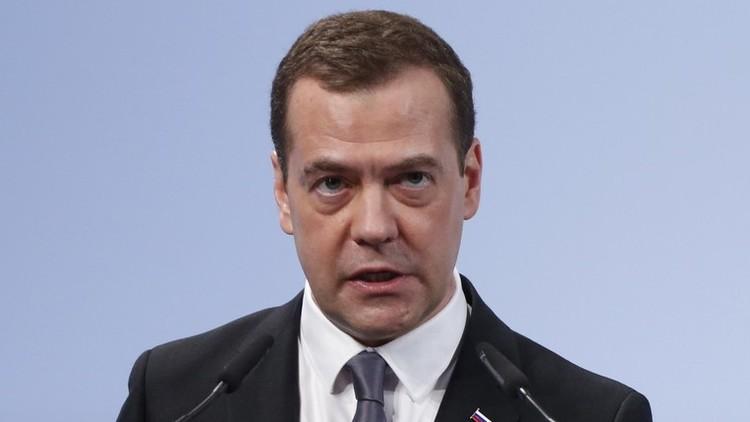 مدفيديف: الأسد يجب أن يبقى في منصبه حتى تحديد مستقبل سوريا السياسي